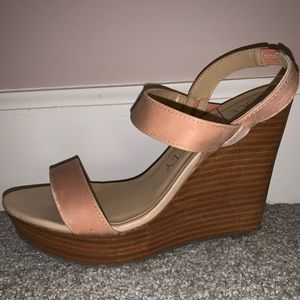 Sole Society Penelope Peach/Apricot Wedge Sandal